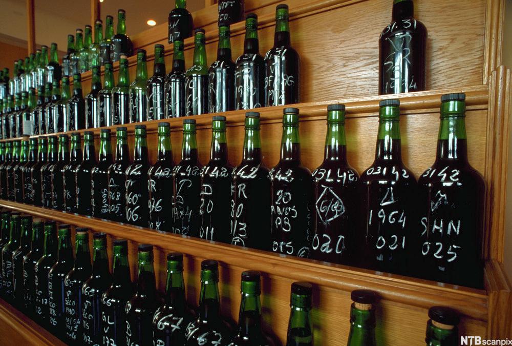 Flasker med portvin i smaksrommet til Symington rederi. Foto.