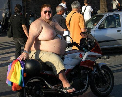 Mann på motorsykkel. Foto.