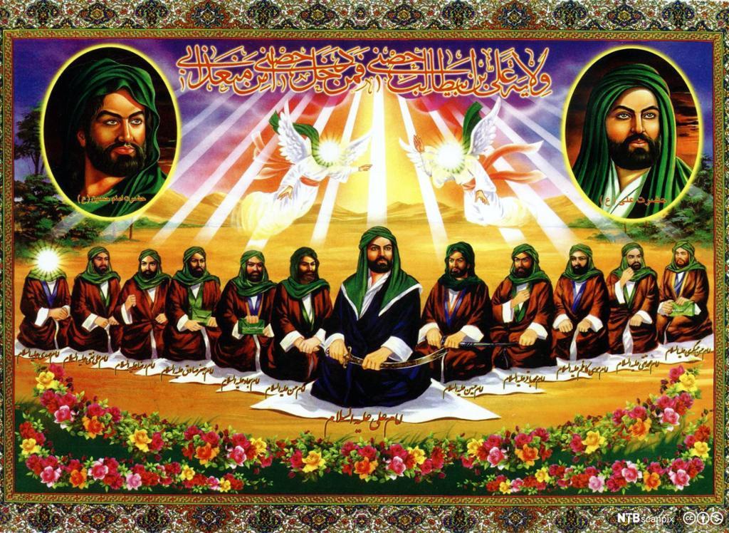En rekke av tolv menn iført røde kapper og grønne hodeplagg. To større portretter oppe til høyre og venstre. Over mennene svever to engler. Englene og mannen lengst til venstre har strålende lys i stedet for ansikt. Maleri.