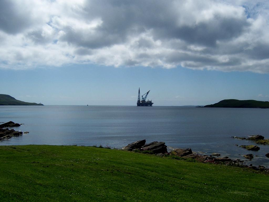 Oil platform in Shetland. Photo.