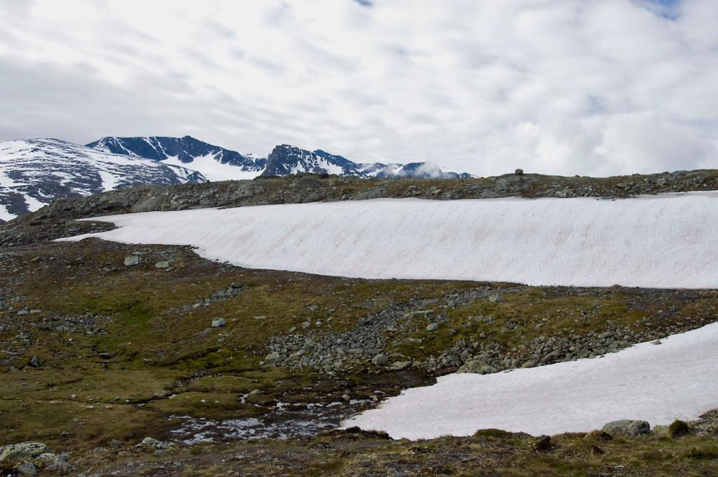 Fjellandskap med snø. Foto
