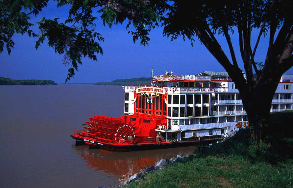 Steamboat Mississippi Queen