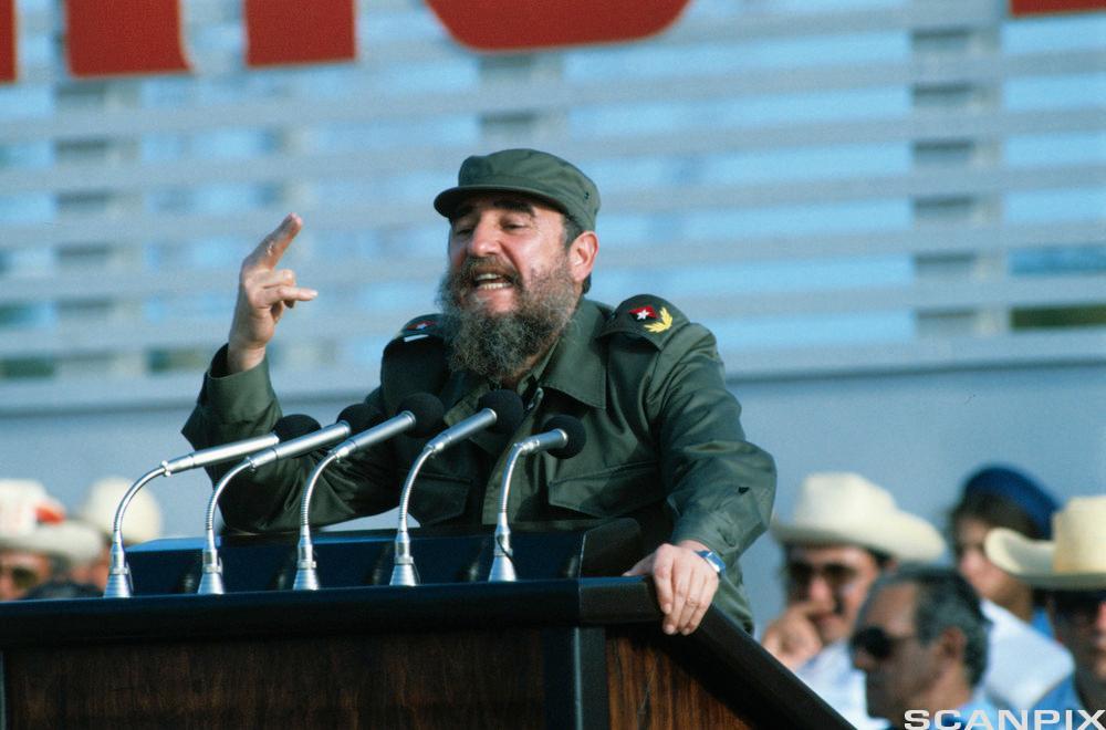 Fidel Castro Speaking