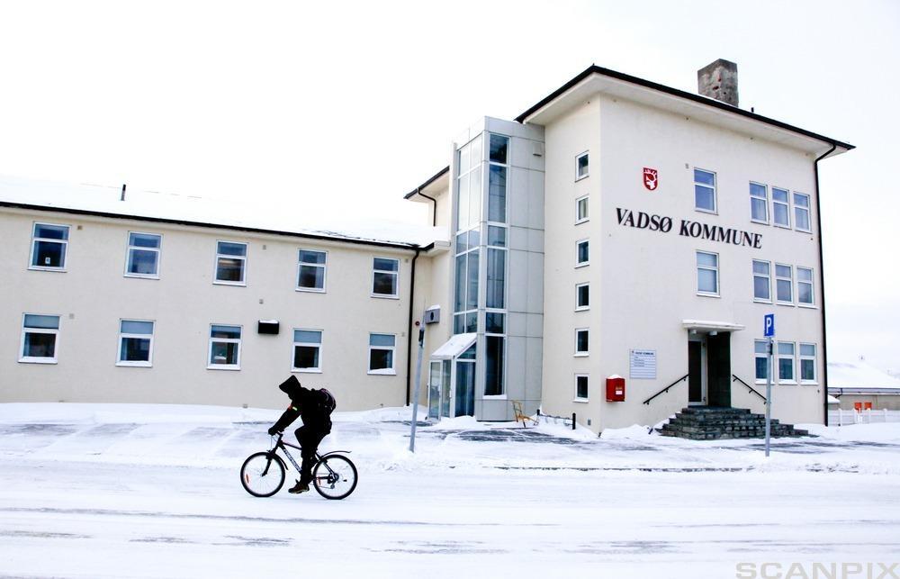 Vadsø kommunes administrasjonsbygning. Foto.