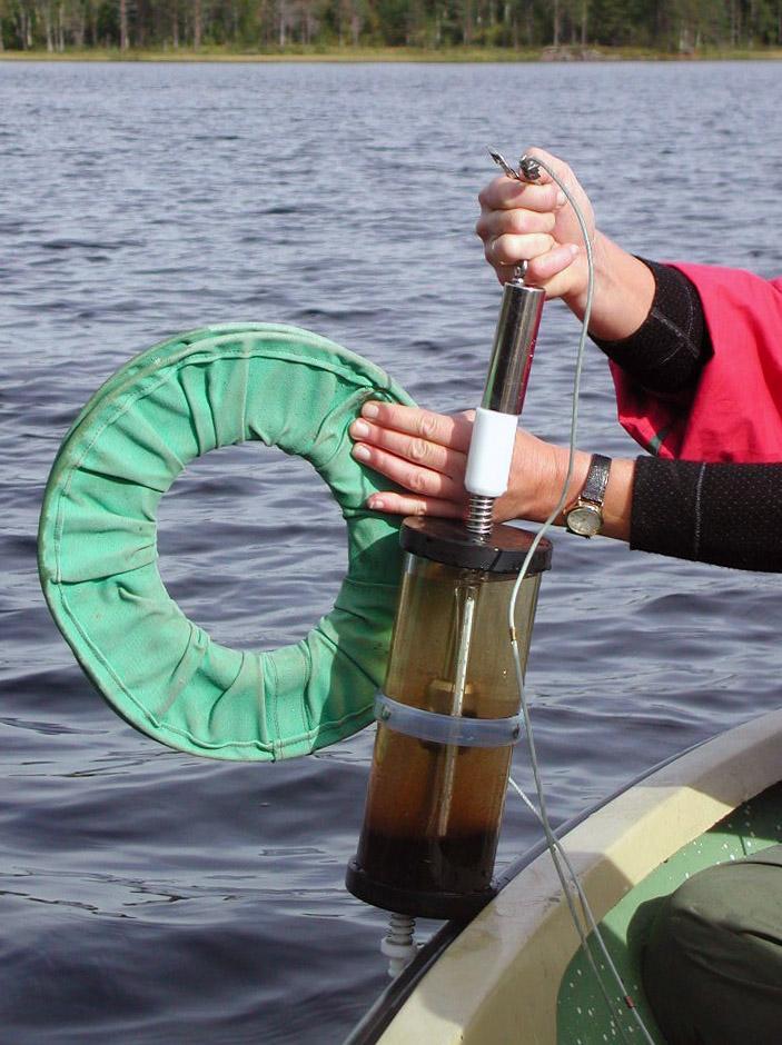 Vannhenter fylt med vannprøve. Foto
