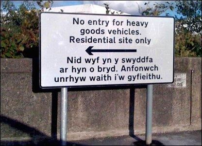 Welsh traffic sign. Photo.