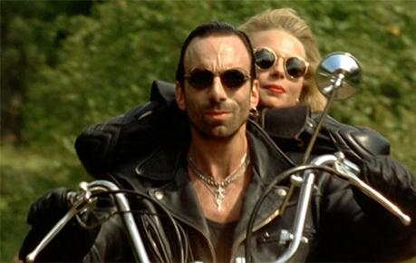Fanny og Zak på motorsykkelen
