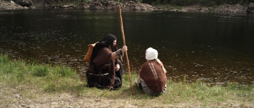 Bilde fra filmen Anne og Alet. Anne og heksa prater sammen. Foto