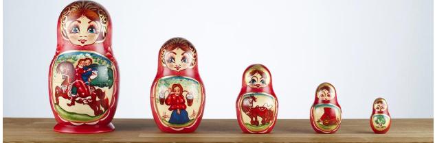 5 formlike russiske dukker. Foto.