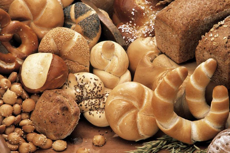 Brød og rundstykker. Foto.
