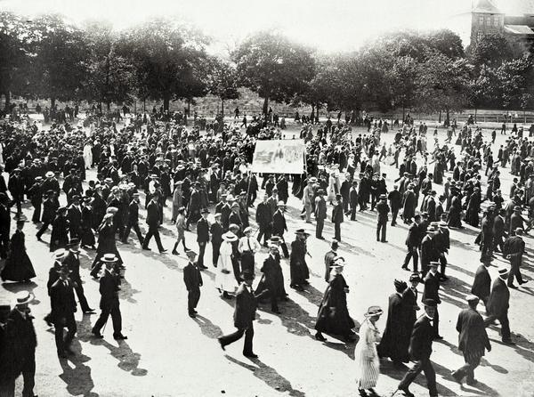 Demonstrasjon mot matmangelen og dyrtid på Akershus Festning 6. juni 1917