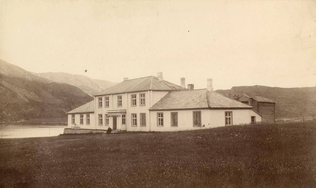 """Direktørboligen ved kobberverket i Kåfjord. Boligen ble kalt """"The House"""". Foto."""