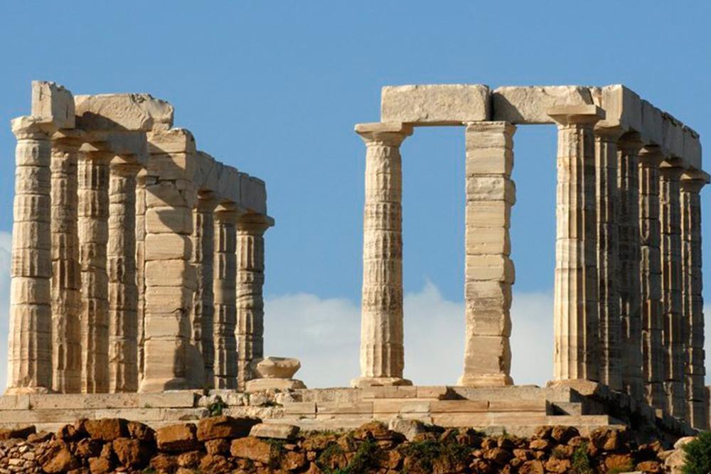 Oseidons tempel i dorisk byggestil. Foto.