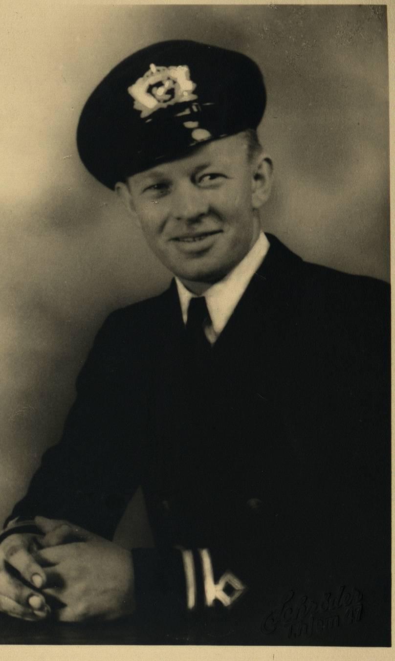 Egil Magnus Berg i skipsuniform i 1947. Foto.
