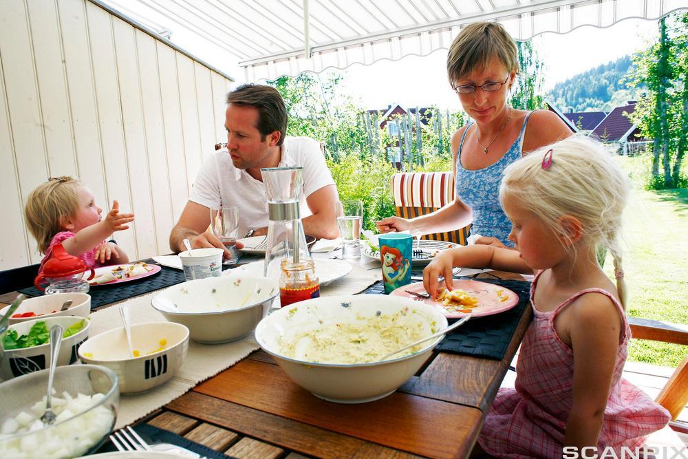 Familiemåltid. Foto.