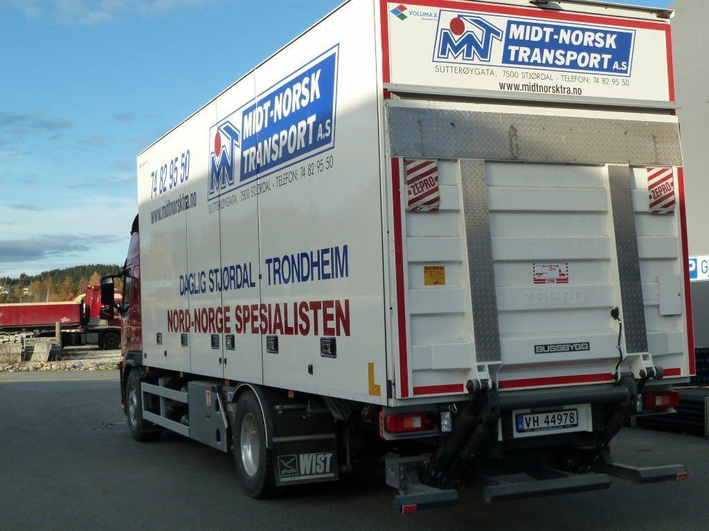 Bakside av lastebil.foto.