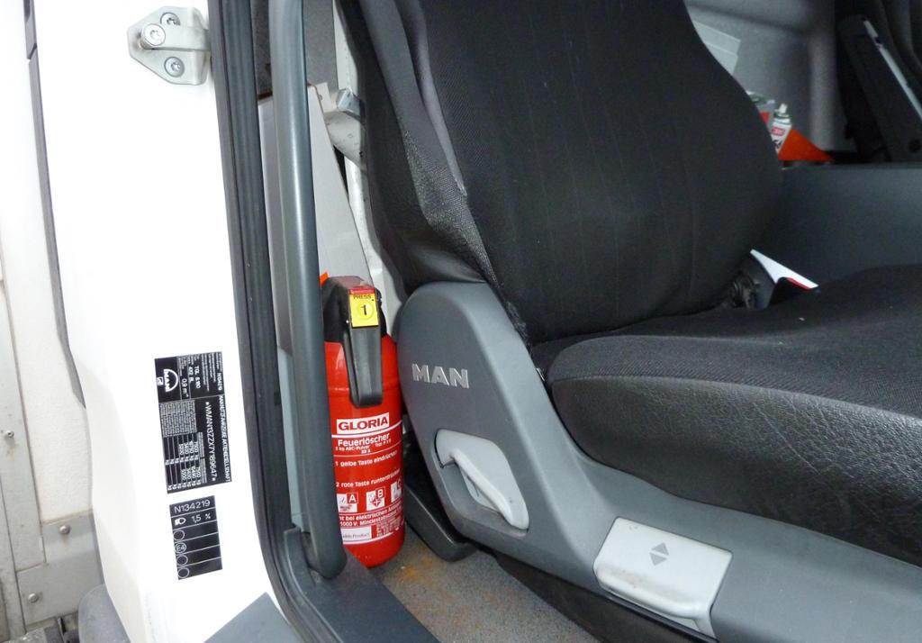 Brannslokkingsapparat i bil. foto.