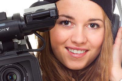 Elev som lager film. Foto.