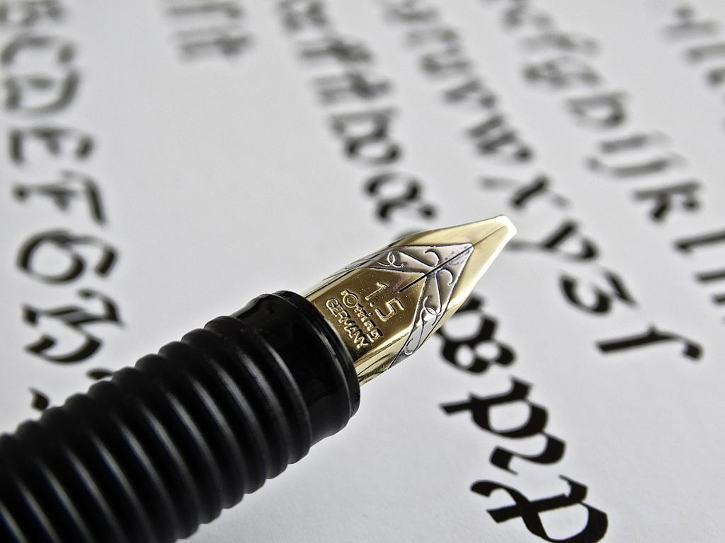 Fyllepenn og gammeldags håndskrift. Fotografi.