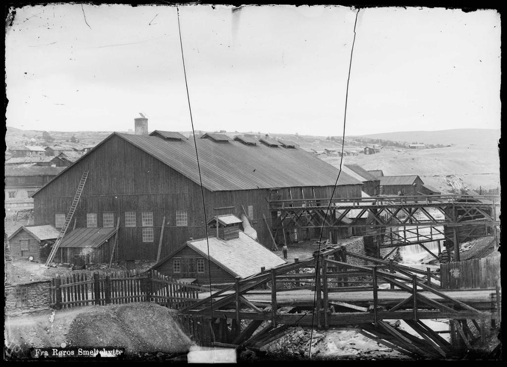 Fra Røros Smeltehytte, sett fra Slegghaugen i 1888. Foto.