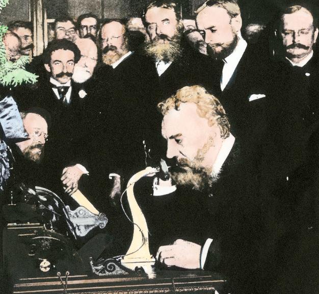 Graham Bell snakker i telefon for første gang. Håndkollorert fotografi.