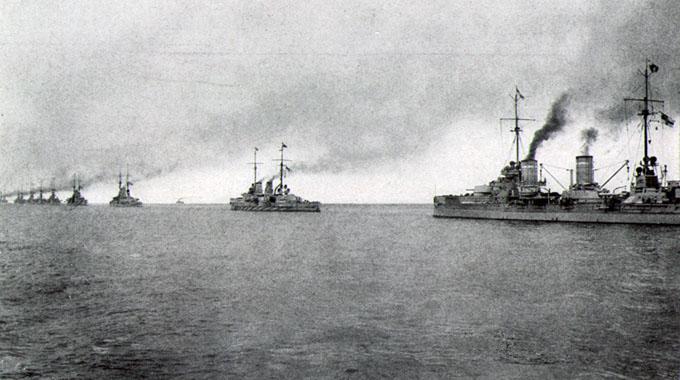 Flere krigsskip fra den tyske flåten, Hochseeflotte, under første verdenskrig. Foto.