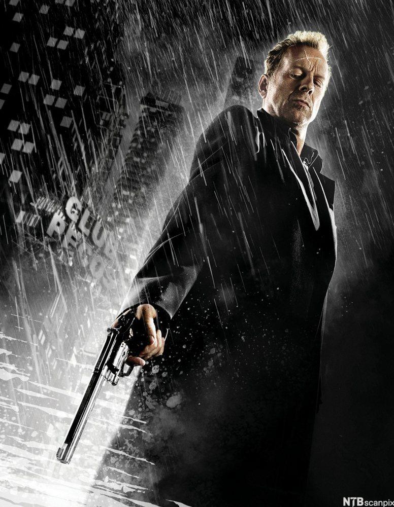 Mann med revolver i Sin City. Foto.