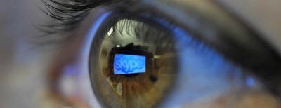 Et øye, med gjenskinn av logoen til Skype. Foto.