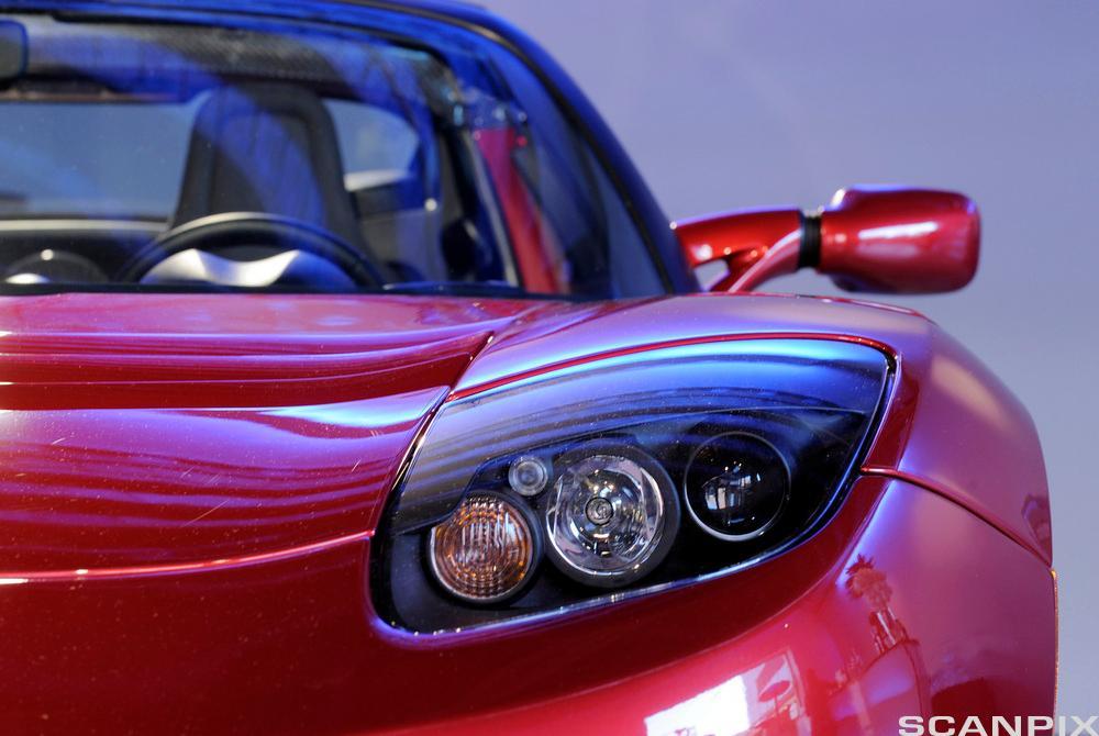 Rød sportsbil. Foto.