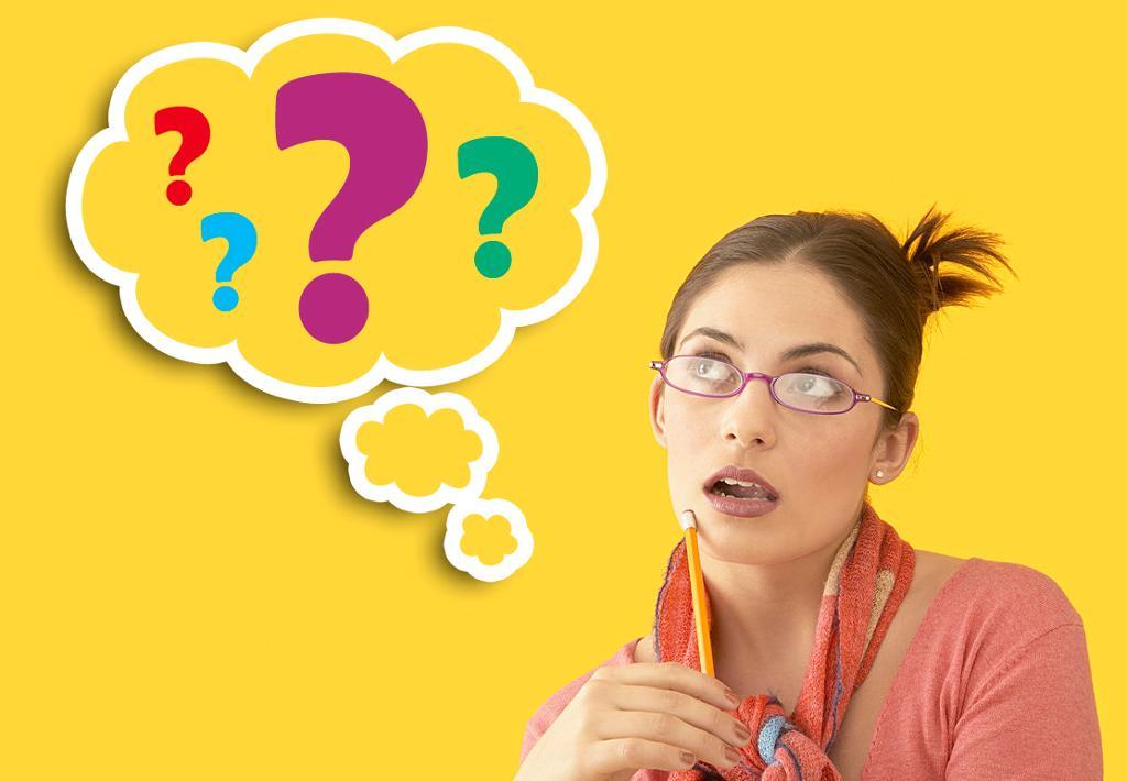 Kvinne tenker i spørsmålstegn. Illustrasjon.