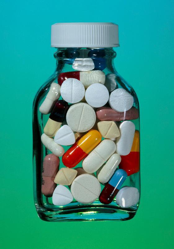 Glass med diverse tabletter. foto.