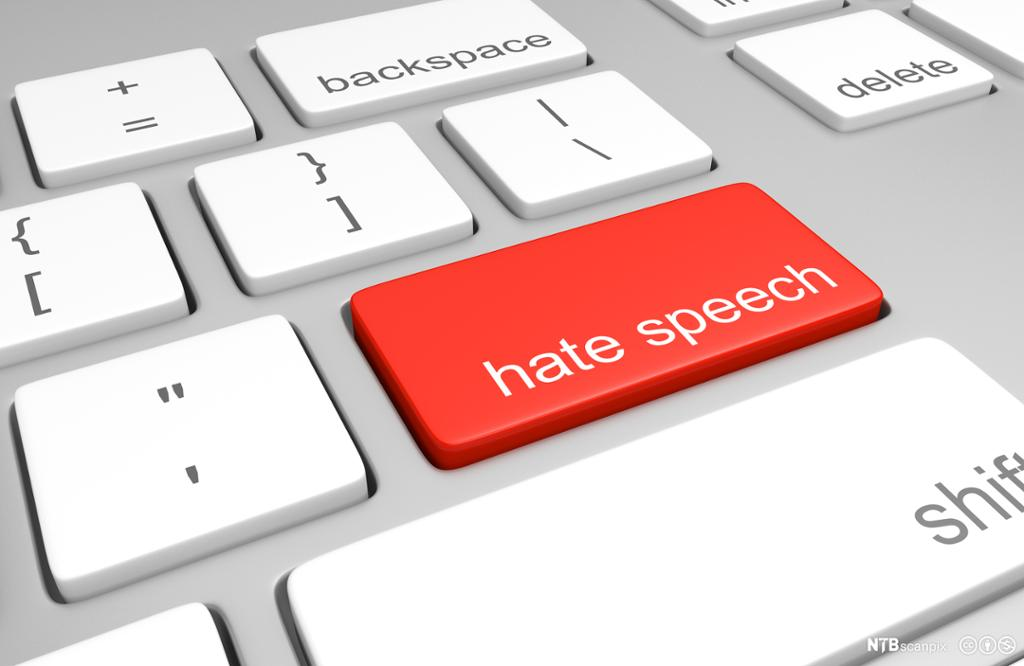 Tastatur med alternativ rød knapp hvor det står hate speech. Foto.