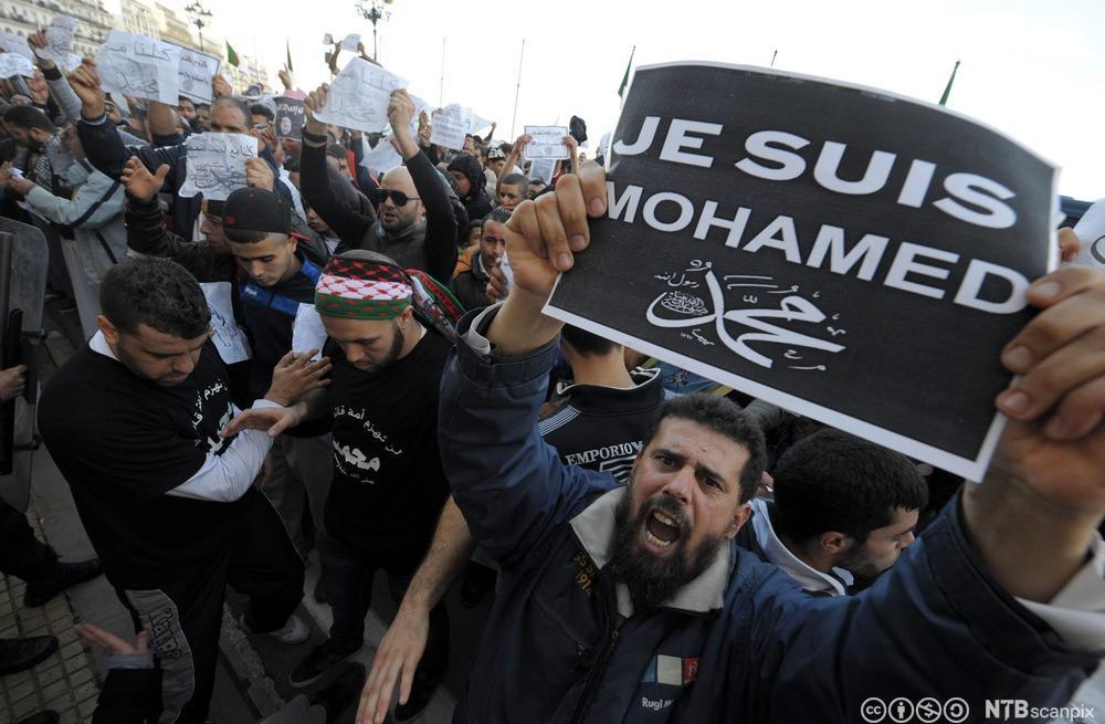 Algerisk protest mot Charlie Hebdos karikatur av Mohammes