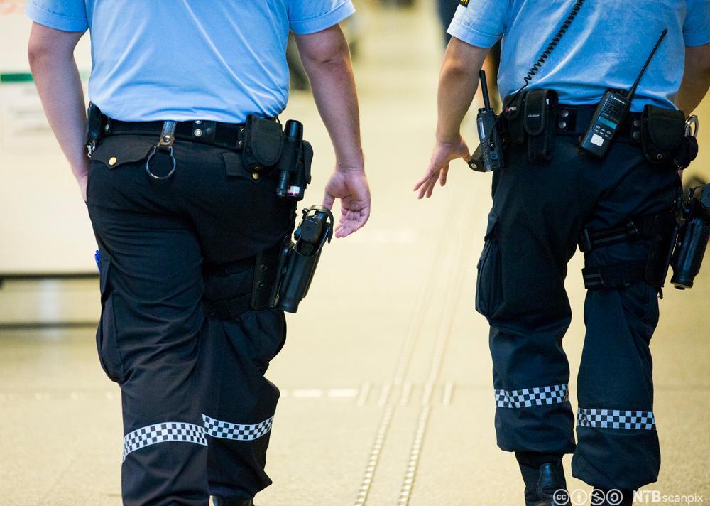 Politi ute å patruljerer. Foto.