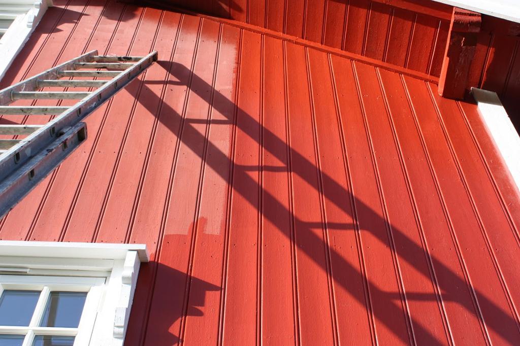 Maling av vegg. Foto.