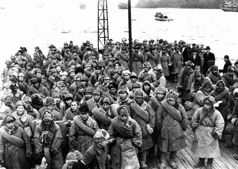 Japanske soldater som har vært krigsfanger i Sibir, returnerer til Japan, 1946. Foto.