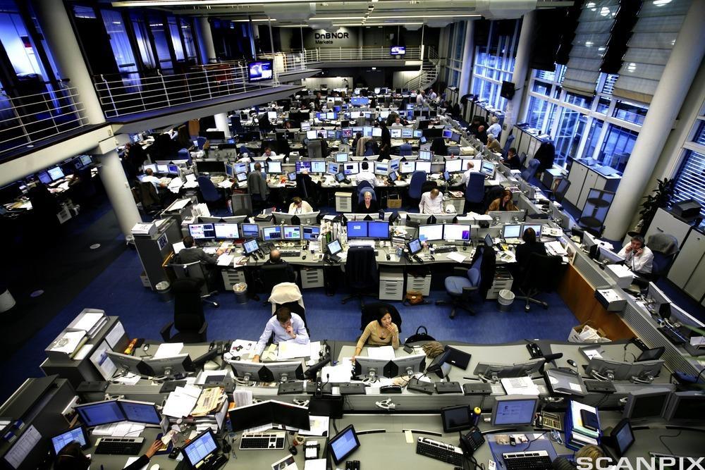 Stort kontorlandskap. Foto.