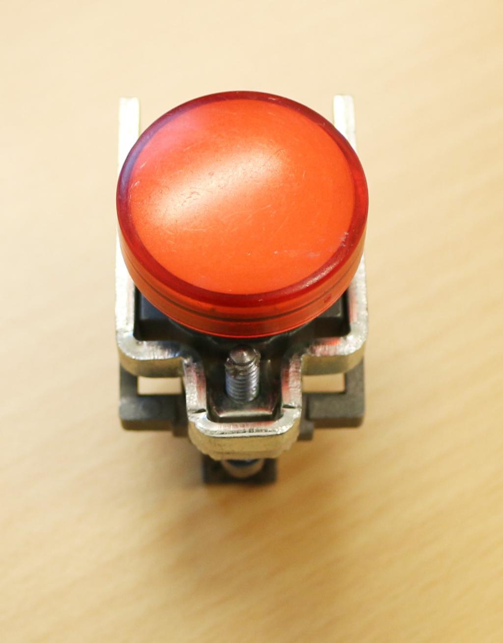 Rød lampe. Foto.