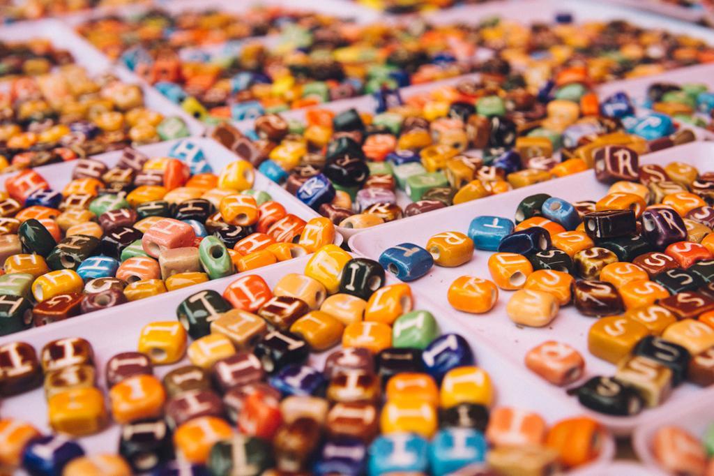 Perler for sortering. Bilde.