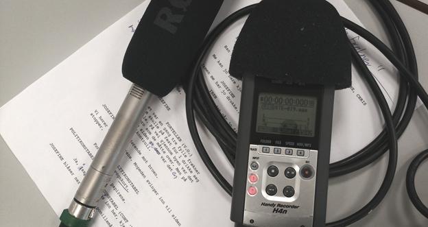 Manus, mikrofon oglydopptaker. Foto.