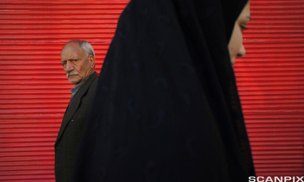 Mann og kvinne i Iran. Foto.