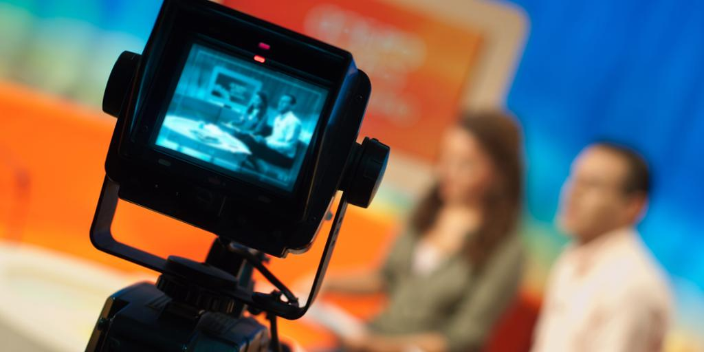 Kamera gjør opptak i et studio. Foto.