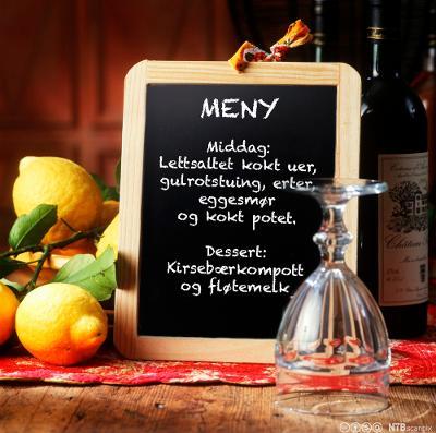 Tavle med meny for tilpasset kost. Foto.