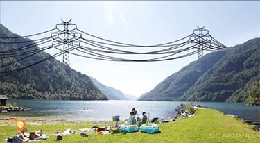 Enorme kraftmaster tegnet inn i et foto av uberørt natur. Manipulert foto.
