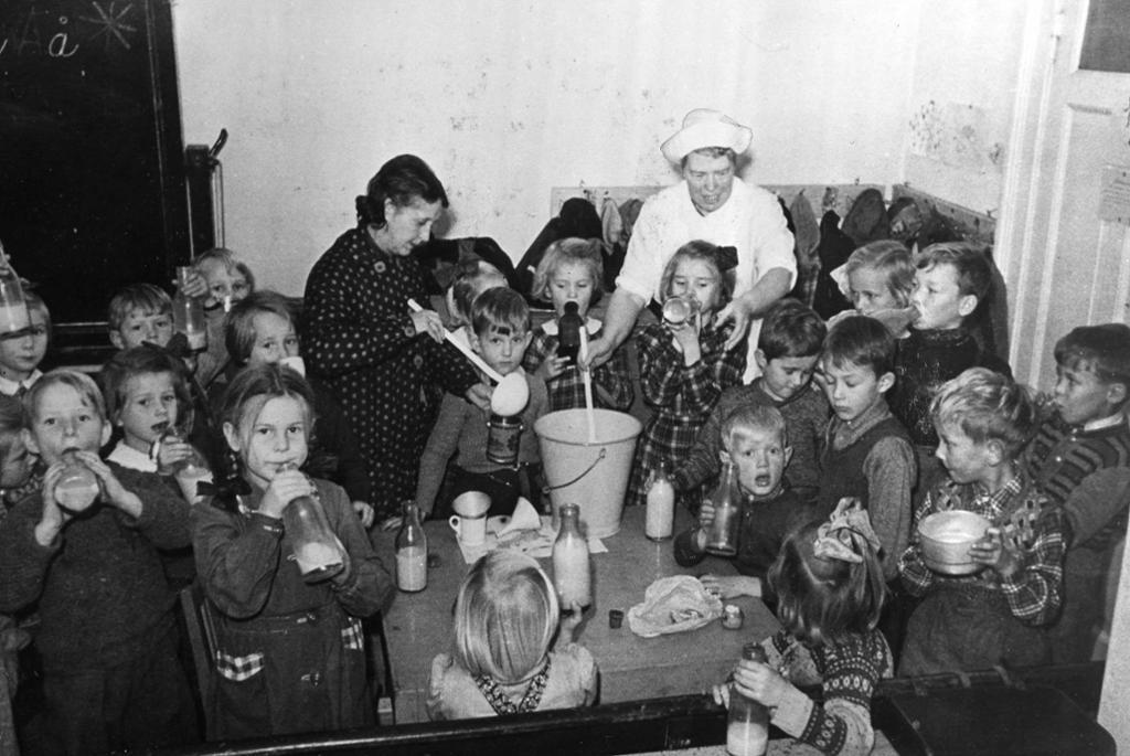 Norske barn spiser suppe