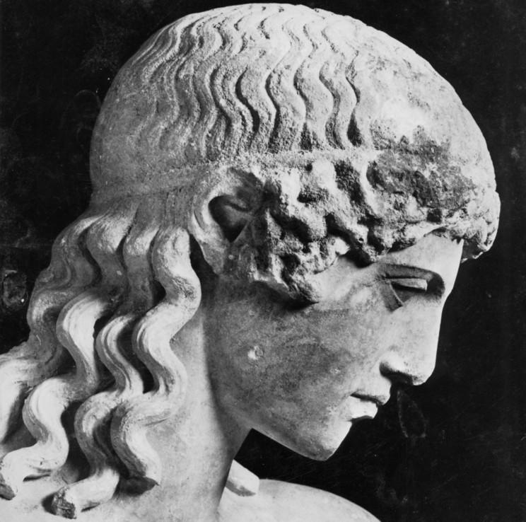 Hovudet på ein romersk statue. Foto.
