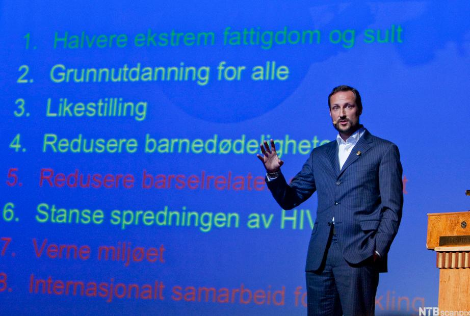 Kronprins Haakon holder foredrag om tusenårsmålene. Foto.