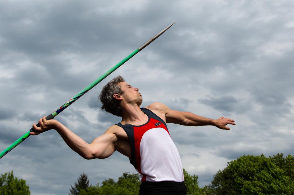 Andreas Thorkildsen kaster spyd. Foto.