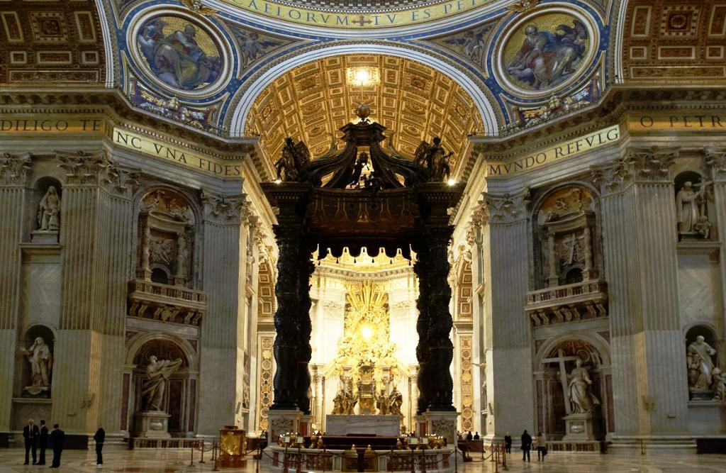 Baldakinen i Peterskirken. Foto.