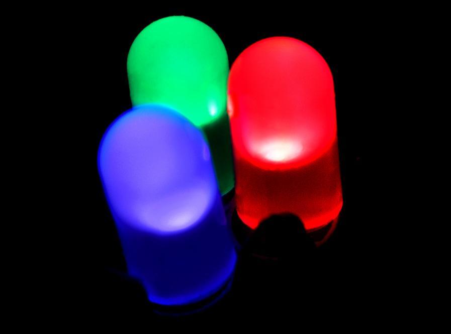 Rød, grønn og blå lysdiode. Foto.